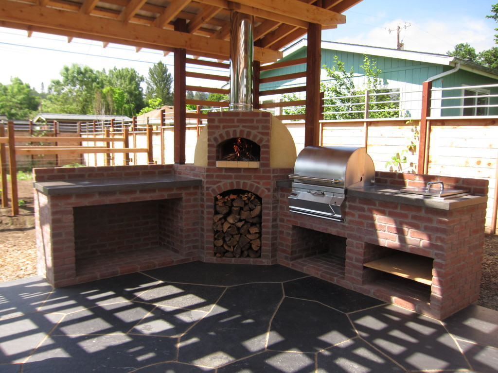Outdoor Kitchen With Wood-Fired Oven And Grill