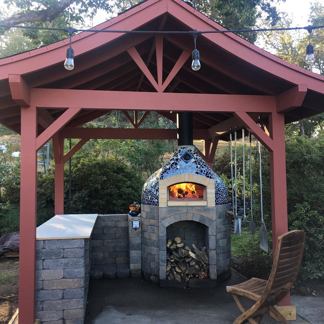 Outdoor Kitchen with Wood-Fired Oven and Mosaic - Firespeaking